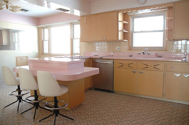 Man Finds Awesome Retro Kitchen That Hasn'T Been Touched Since