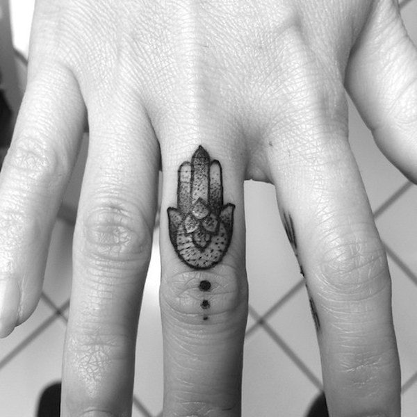 30 Awesome Finger Tattoos That Will Subtly Add Creativity ...
