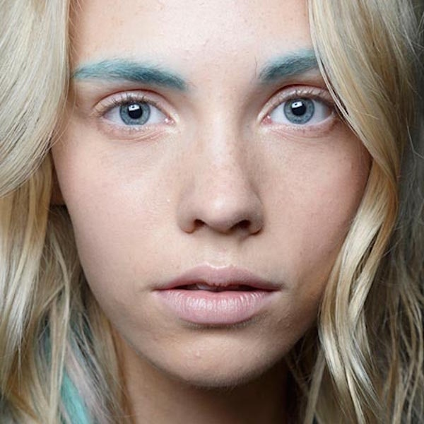 Girls Are Now Dyeing Their Eyebrows Amazing Pastel Colors