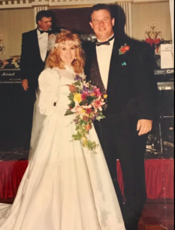 Couple S Surprise Halloween Wedding Goes Viral 24 Years Later