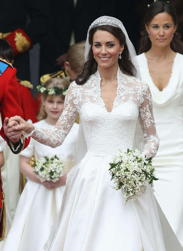 Meghan Markle\'s Wedding Dress Vs. Kate Middleton\'s Wedding Dress ...