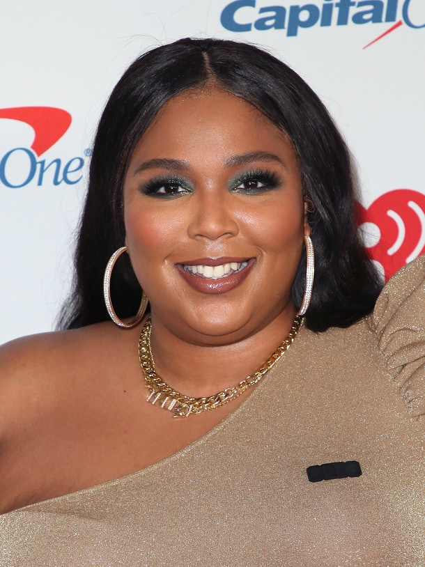 This Video Of Lizzo Asking Fans To Pretend She's Jimin from BTS is hilarious.