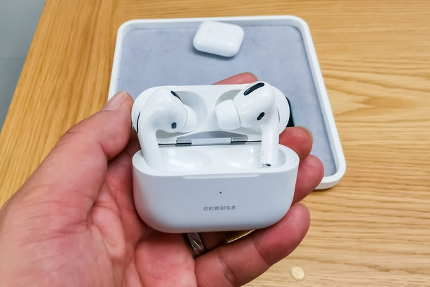 Samsung's Galaxy Buds+ versus AirPods Pro reveals a few major differences.