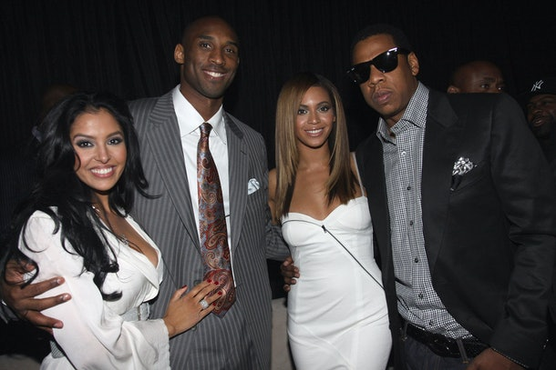 Vanessa Brant, Kobe Bryant, Beyonce, and Jay-Z pose for a snapshot.