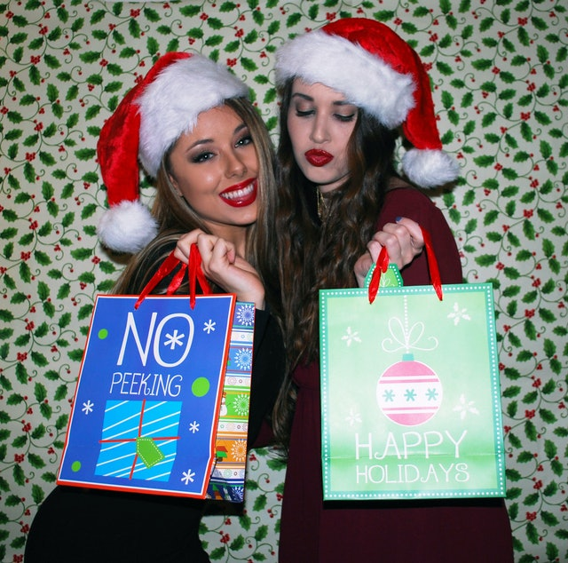 I Took Christmas Card Photos With My Tinder Date Amp It