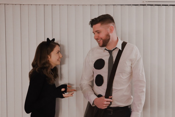 A couple is dressed up like Jim and Pam from 'The Office' for a last-minute Halloween costume.