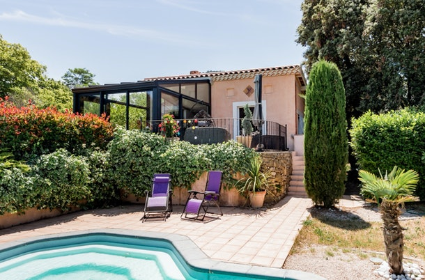 A millennial pink guesthouse in Évenos is available to rent on Airbnb and has a stunning backyard with a pool.