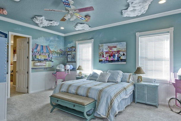 """A carnival-themed bedroom features cotton candy clouds and pastel-colored furniture in """"The Sweet Escape"""" Airbnb."""