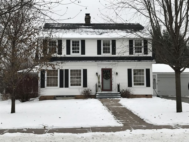A white house surrounded by snow in Rudolph, Wisconsin is the perfect place to rent for a holiday-themed getaway.
