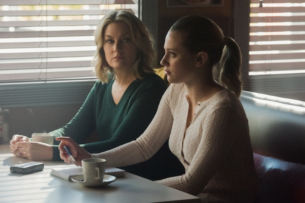 'Riverdale's crossover episode with 'Katy Keene' involves Betty and Alice sleuthing into a mystery at Stonewall Prep.