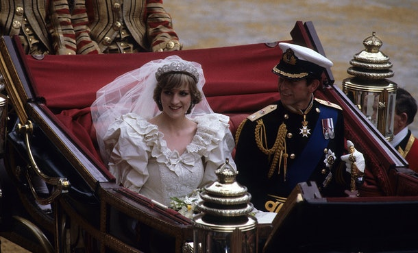 Princess Diana and Prince Charles' wedding day body language says a lot about their relationship.