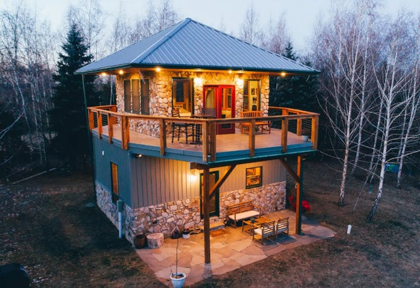 A fire tower retreat in the woods that is listed on Airbnb has a balcony on the second floor.