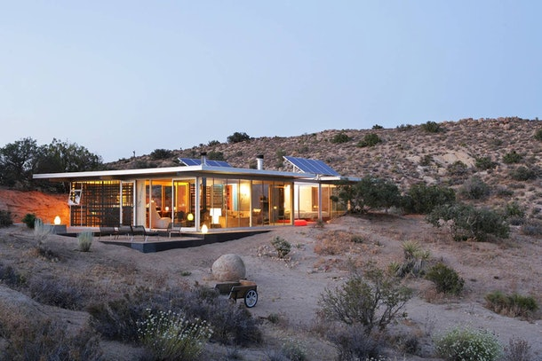 A serene house in the California desert is the perfect place to stay for a chill getaway.