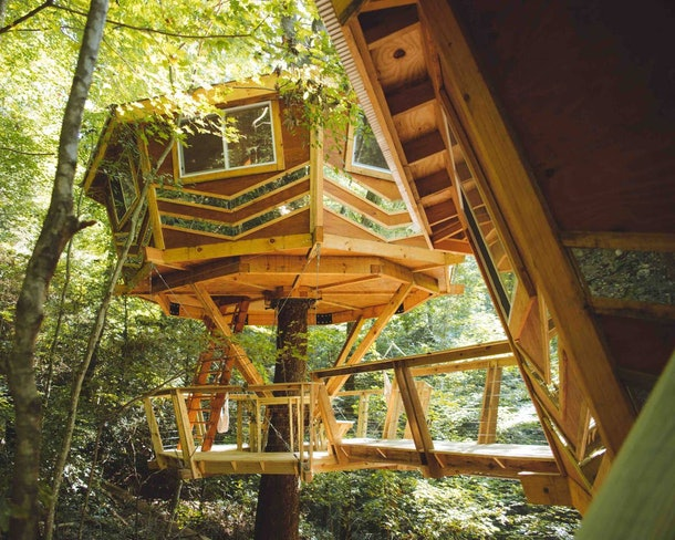 A round treehouse in Kentucky has mirrors all around and is available to rent on Airbnb.
