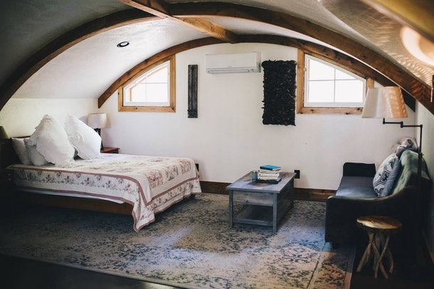 A comfortable and well-designed Airbnb in McEwen, Tennessee has a 'Hobbit' theme and minimalistic style.
