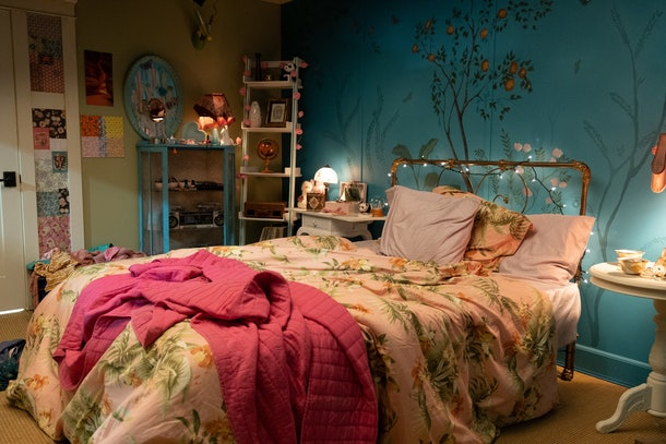 One of the best Netflix Zoom backgrounds for first dates is Lara Jean's bedroom.