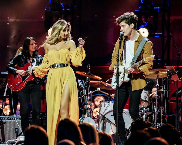 """Natascha and Ryan perform on """"The Bachelor Presents: Listen To Your Heart"""""""