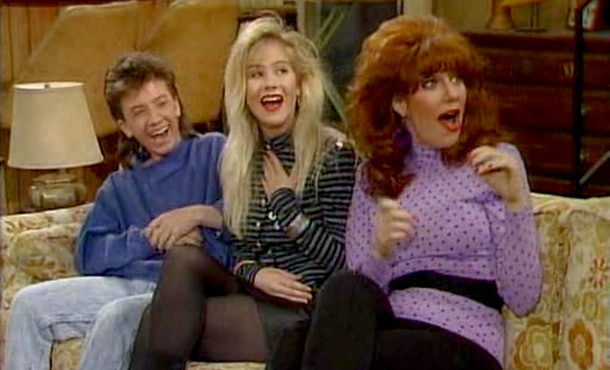 'Dead to Me' Seaosn 2 had a 'Married... With Children' reunion for Christina Applegate and Katey Sagal.