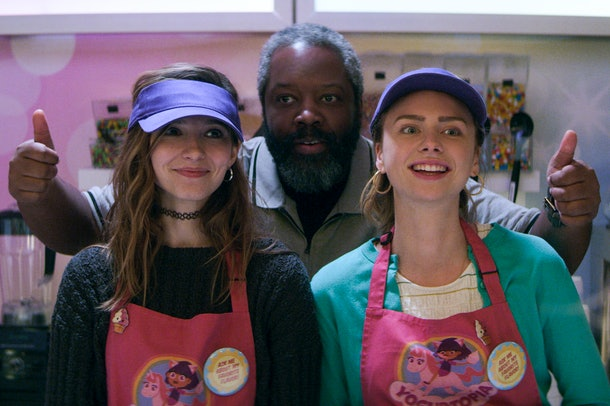 TEENAGE BOUNTY HUNTERS (L to R) ANJELICA BETTE FELLINI as BLAIR WESLEY, KADEEM HARDISON as BOWSER SIMMONS, MADDIE PHILLIPS as STERLING WESLEY in episode 101 of TEENAGE BOUNTY HUNTERS Cr. COURTESY OF NETFLIX © 2020