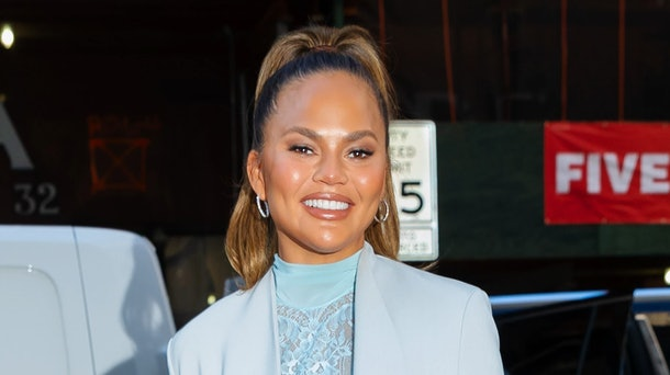 Chrissy Teigen tweets about 'Selling Sunset'