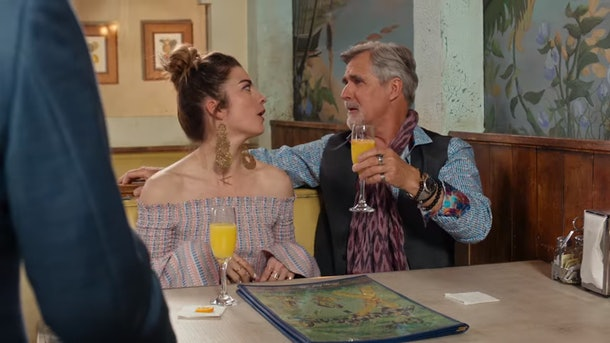 Artie and Alexis from 'Schitt's Creek' drink mimosas at Café Tropical.