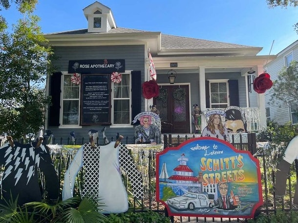 A home decorated like 'Schitt's Creek' has David Rose sweaters lining the front gate for Mardi Gras.