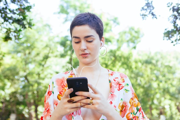 woman texting friends with smartphone