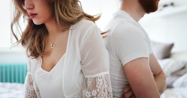 Fear of commitment is one of the signs your parents' divorce is affecting your love life.