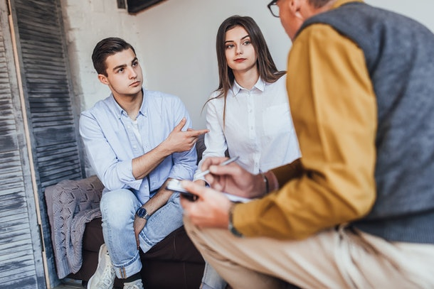 Man psychologist conducts a session with a young couple! Family problems! Discussion!
