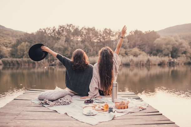 One of the best outdoor fall activities for couples is a picnic.