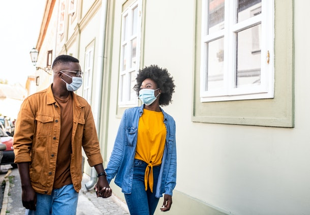 These expert tips for dodging a kiss during a pandemic date are so valuable.