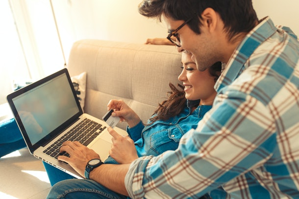 When should you talk about student loan debt on dates? There's no need to bring it up until you feel the relationship has taken a serious turn.