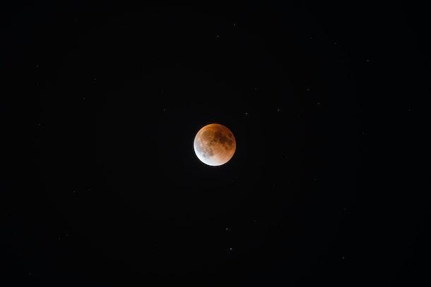Total lunar eclipse light stage