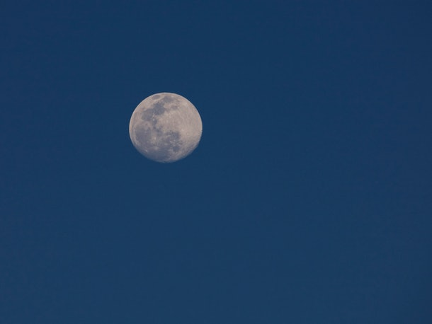 Full moon seen from south of equator